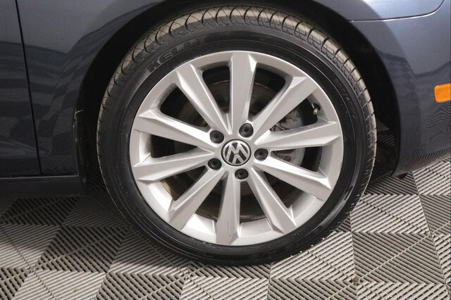 Pre-Owned 2012 Volkswagen Golf TDI 4-Door w/Tech Package